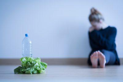 La anorexia no tiene una causa concreta, sino que confluyen varios factores.