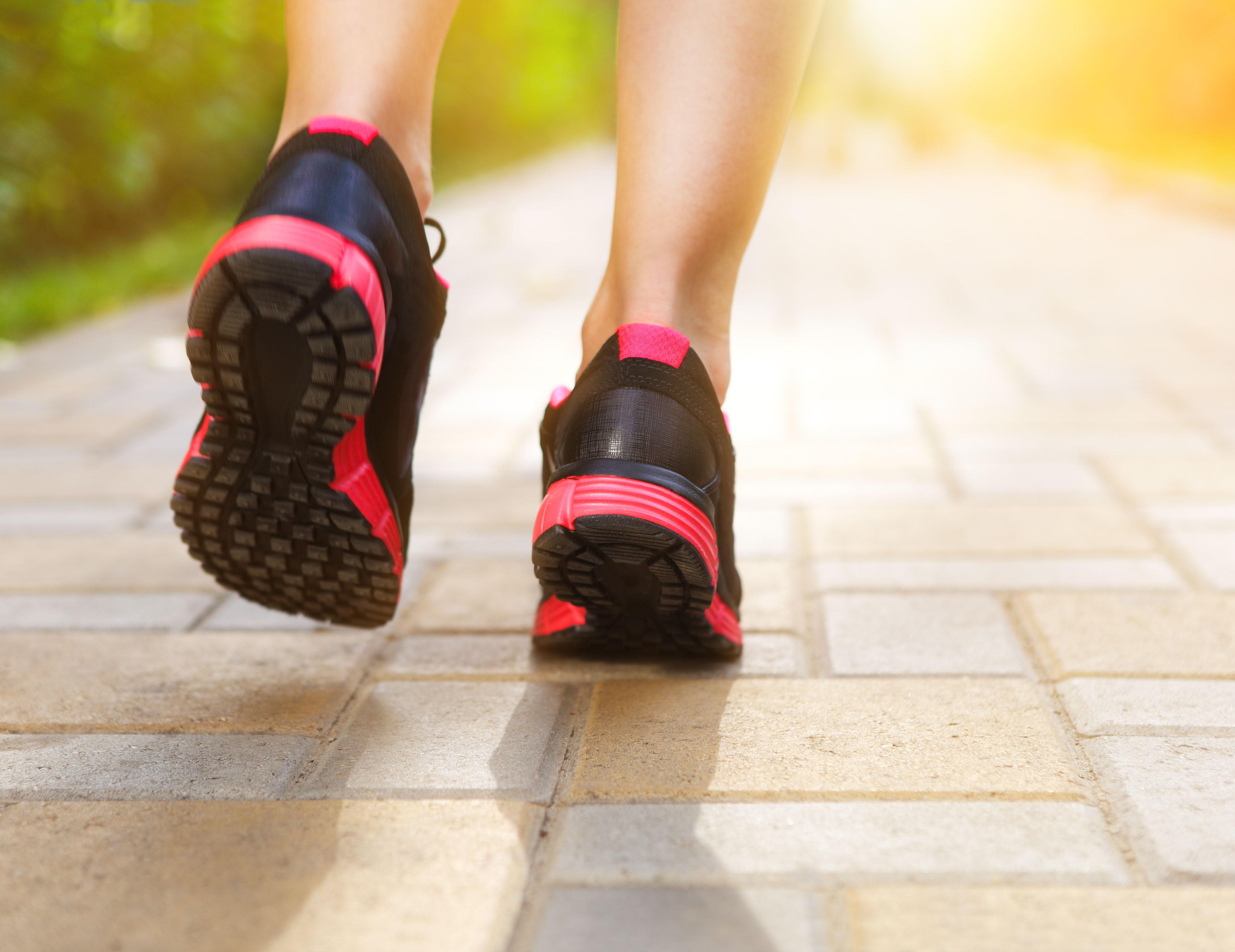 En la fascitis plantar, el calzado influye en la evolución del dolor plantar
