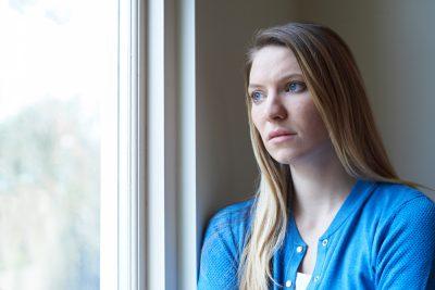 ¿Qué síntomas presenta la agorafobia?