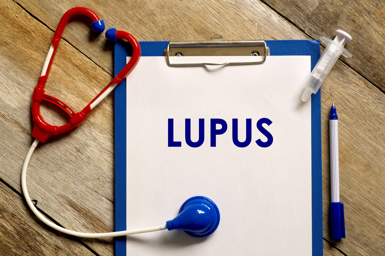¿Qué es el lupues y qué síntomas provoca?